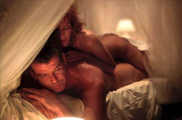 Pierce Brosnan & Rene Russo in Thomas Crowne Affair...