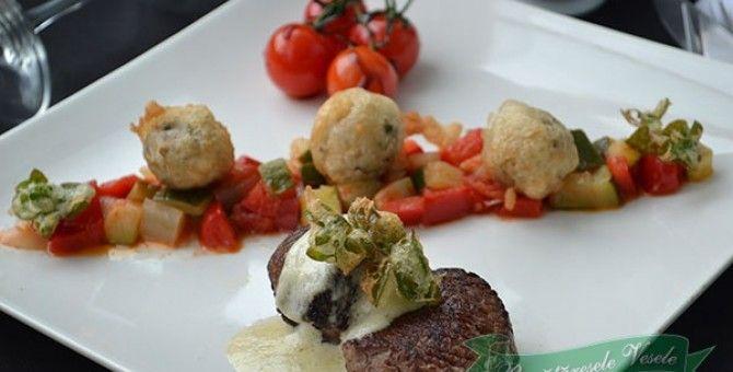 Medalioane de vita cu sos de gorgonzola, legume si risot