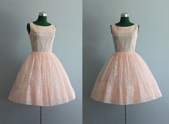 Vintage Dress / 1960s Party Dress / Pink Lace Party par HolliePoint. etsy