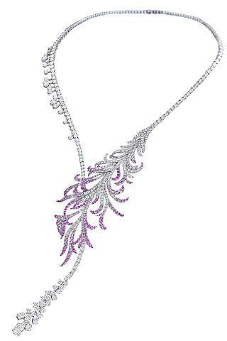 Breguet diseña una gargantilla en forma de pluma en oro blanco y zafiros rosas.