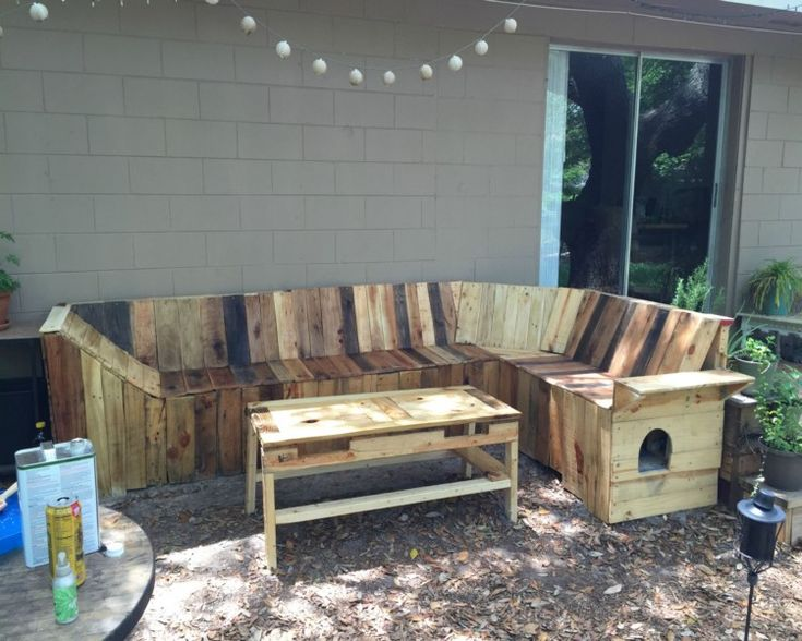 DIY Pallets Patio Corner Bench with Table – Pallets ...