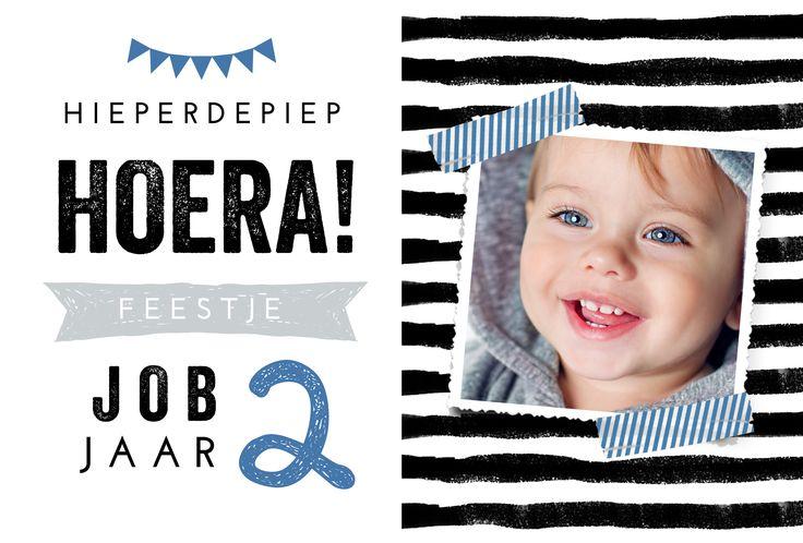 Kinderverjaardag / kinderfeestje uitnodiging voor zoontje met eigen foto en washitape.