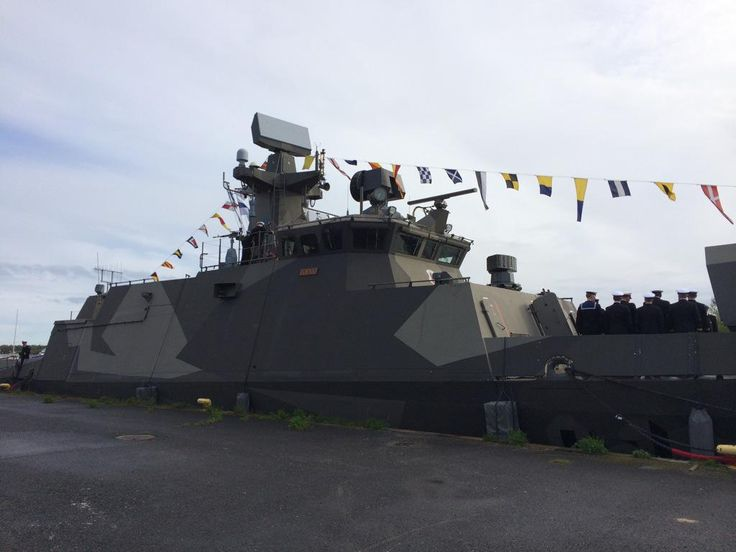 Paraatipäivä käynnistyi lipunnostolla. Tervetuloa paikanpäälle ohjusvene Tornioon Toppilan satamaan 8-17. #paraati15