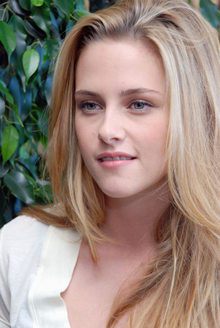 Kristen Stewart - blonde hair, pretty Going back to this color come summer…