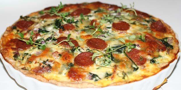 Skru helt op for smagen! Lækker tærte med spansk chorizopølse, frisk spinat, løg og hvidløg.