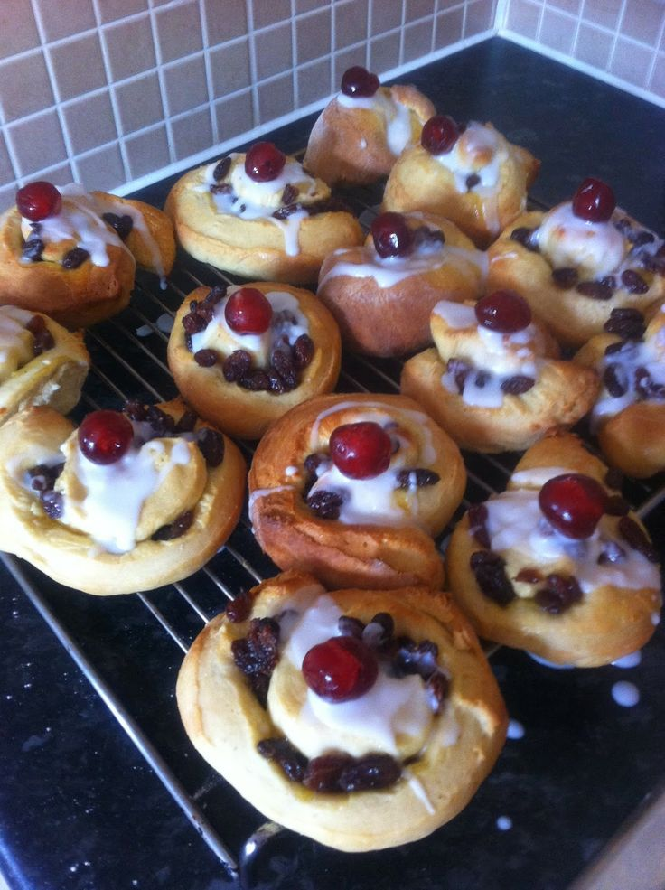 """The Sweetpeas and Me ~ our life together """"avoiding the washing up"""": Belgian Buns"""