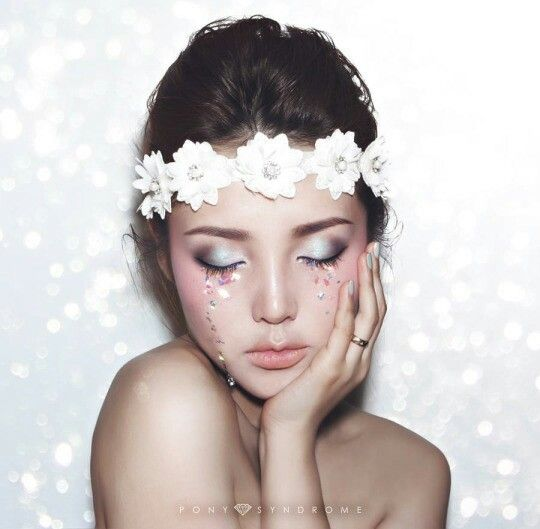 Flawless make up, i wanna try this one dolling up <3