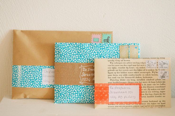 DIY wrap-around mailing label - 3 variations: patterned paper, plain paper & washi tape. Tutorial by Anne Copier from Vier Vandaag for Postfabriek. With free printable mailing labels in four different designs.