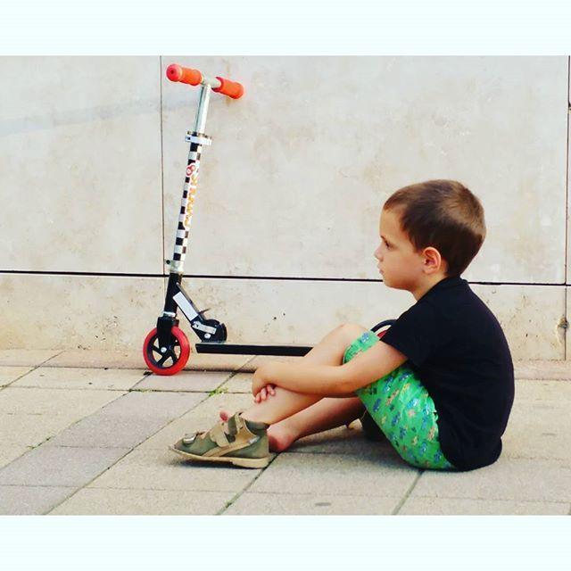 Kid with roller, 2016 #kid #boy #roller #ig_hungary #ig_magyarorszag #ig_budapest #ilovebudapest #instaart #photogram #myson #indiansummer #afternoon #mood #sorrow #sadness #calm #harm #sitting #wall #contemporaryart #artlover #budapest #myson #mykid #sunday