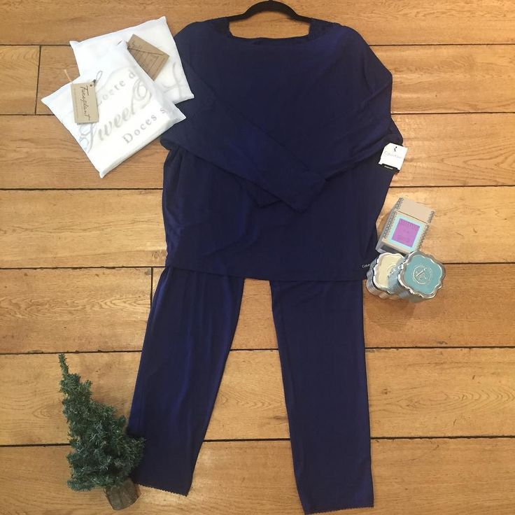@calvinklein pajama set @faceplantdreams pillowcases & @votivo candles.  #kateandlace #calvinklein #pajamas #cotton #soft #pillowcase #faceplantdreams #votivo #candle #holiday #comeshop #shopsmallbusiness #shoplocal #boutique #westlakevillage #california
