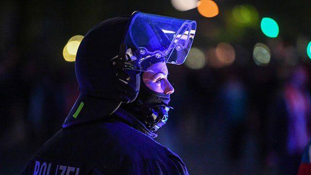 Neue Zahlen verdeutlichen, dass vor allem immer mehr Berliner Polizisten einer Nebentätigkeit nachgehen. Die Zahlen verdeutlichen einen deutlichen Anstieg der nebenerwerblichen Tätigkeiten. Vieles …