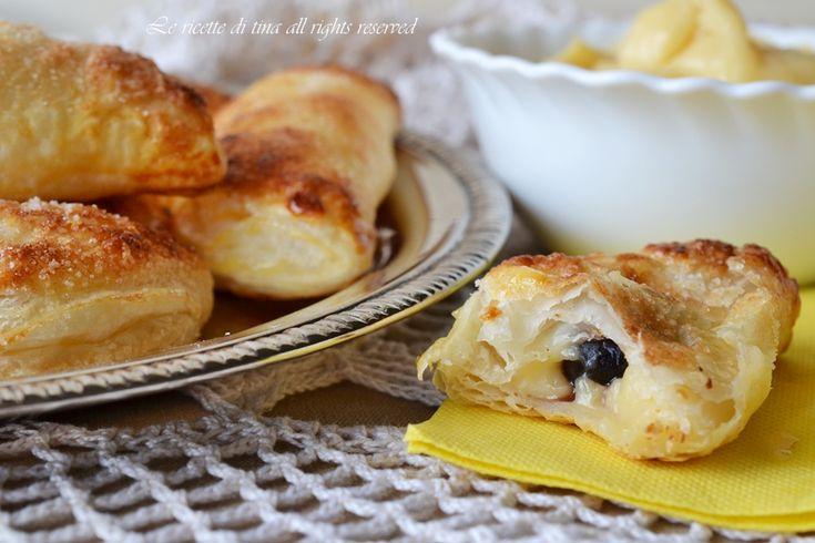 Monachine napoletane sono dei dolci di pasta sfoglia farciti con crema pasticcera e amarena
