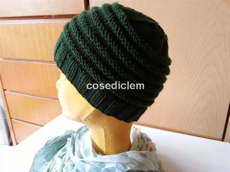 Evviva! Ho finito il mio primo cappello lavorato con i mini ferri circolari ed ora provo a spiegarvi come ho fatto...     Occorrent...