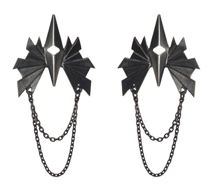 """Maria Black """"Flare Chain"""" øreringe: Vildt flotte og seje øreringe i oxideret sølv. Fås enkeltvis eller som par - Øreringe med tonsvis af attitude og kant til den moderne kvinde <3 #mariablack #smykker #danishdesign #flarechain"""