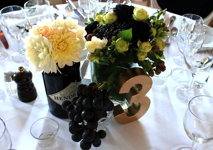 #centrepiece #black #ivory #fruits #berry #wedding #gold #table #number