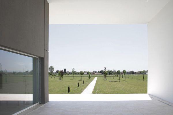 italian-home-architecture-minimalist-house-3.jpg