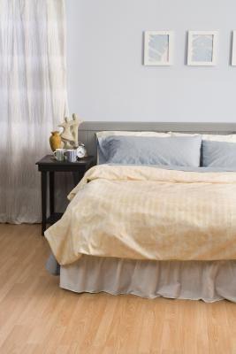Como fazer uma saia pregueada sem costura para cama box | eHow Brasil