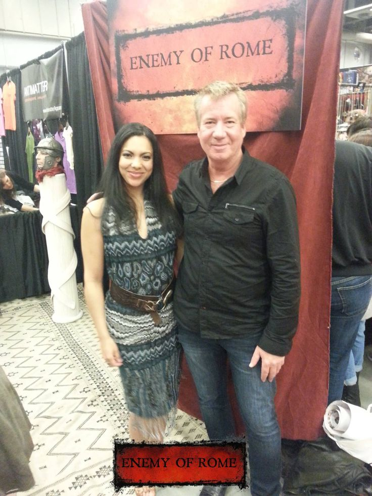 Malina (Angie Medrano) with a fan, at Montreal ComicCon 2014, promoting Enemy of Rome