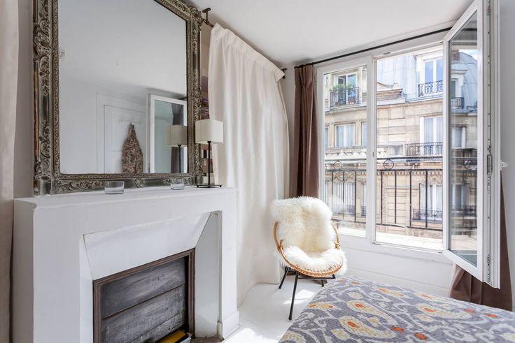 Échale un vistazo a este increíble alojamiento de Airbnb: Beautiful 2 room with view in Paris - Apartamentos en alquiler en París