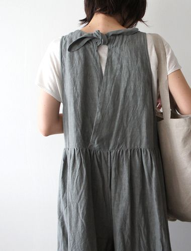 I like this as a back closure. It neatly avoids my two biggest fears in life - zippers and buttons!