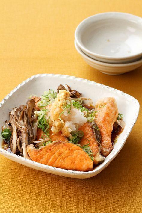 旬の鮭とまいたけを香ばしく焼いて、大根おろしとだしつゆでさっぱりといただきます。