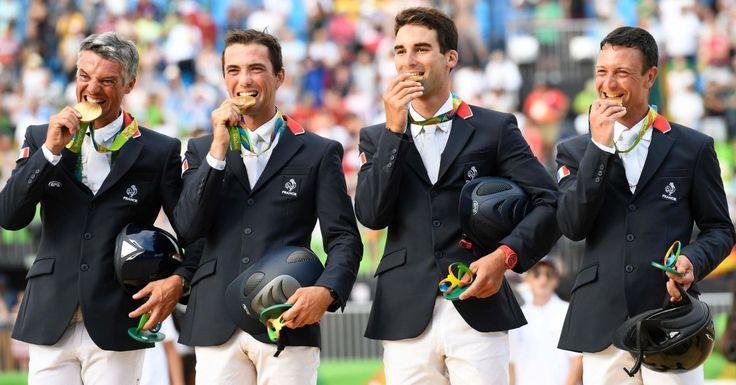 Equitation. Karim Laghouag, Mathieu Lemoine, Astier Nicolas et Thibaut Vallette (de gauche à droite) ont remporté l'or par équipes