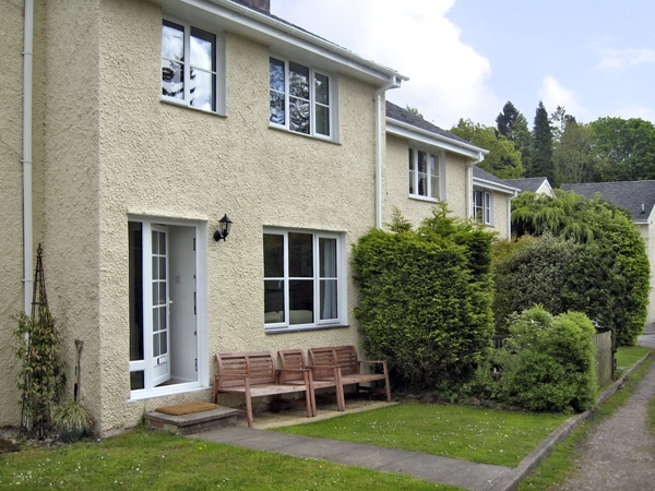A great holiday cottage steps away from Lake Windermere and all its water sport opportunities. Little Ghyll, Holiday Cottage in Bowness, The lake district and cumbria