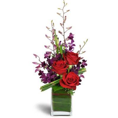 Букет цветов в вазе с бесплатной доставкой в Москве http://www.dostavka-tsvetov.com/tsvet/naomi