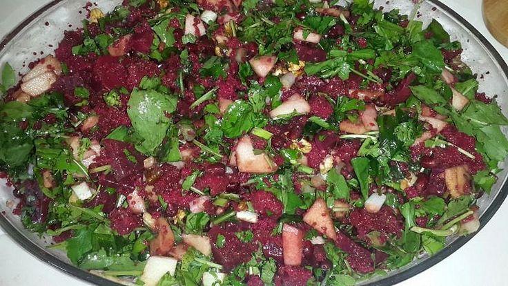 Misafirlerime yaptığım çok beğeni alan bir  salata tarifim.  Dilerim sizlerde beğenirsiniz. Afiyet olsun.