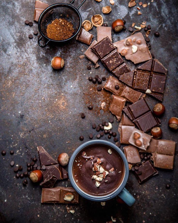 """""""С шоколадом у меня разговор короткий, раз!и все решено, только фантики по сторонам. Да и в доме обязательно припрятан кусочек-другой. Плюс для…"""""""