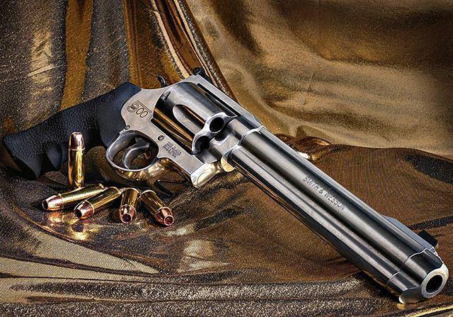 Manufacturer: Smith & Wesson Mod:  S&W 500 Caliber - Calibre: 500 S&W Magnum  Capacity - Capacidade: 5 Rounds  Barrel -Comp. Cano: 8 3/8  Weight - Peso: 2050 g  #guns#500magnum#arms#firearms#gunsofindtagram#selfdefense#photooftheday#instagood#follow#theamericanconnection#gunspictures#pistol#revolver#progun#magnum#protectthesecond#prepper#gunpics#tacticallife#dailybadass#ammo#pewpew#killhouse#gunporn#weapons#firearms#handgun#armaswords