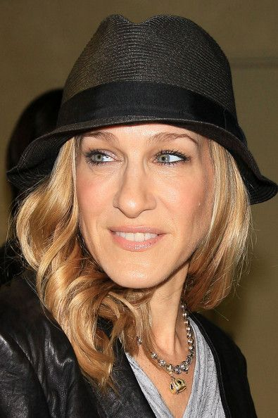 Sarah Jessica Parker Fedora - The Always stylish SJP showed off her funky style while hitting the airport in Japan.