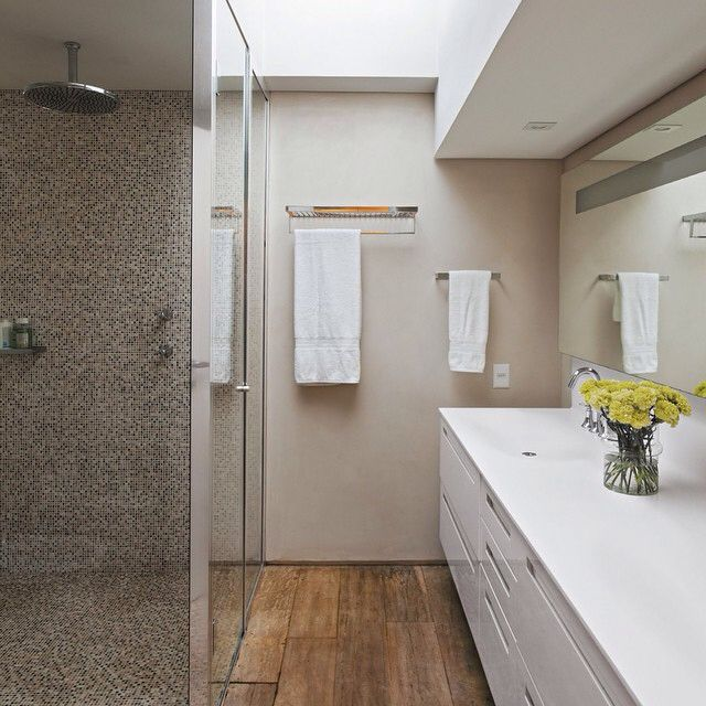 Decor do dia banheiro com mix de texturas que eu adoro! Porcelanato que imit -> Banheiro Com Piso Que Imita Pastilha