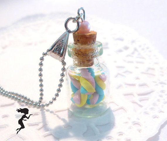 Collier gourmand, collier avec en pendentif une mini fiole en verre contenant des guimauves, bijoux gourmand, bijoux sucrés.