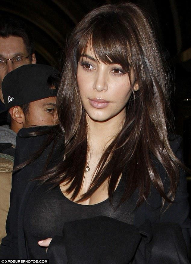 Kim Kardashian con flequillo postizo