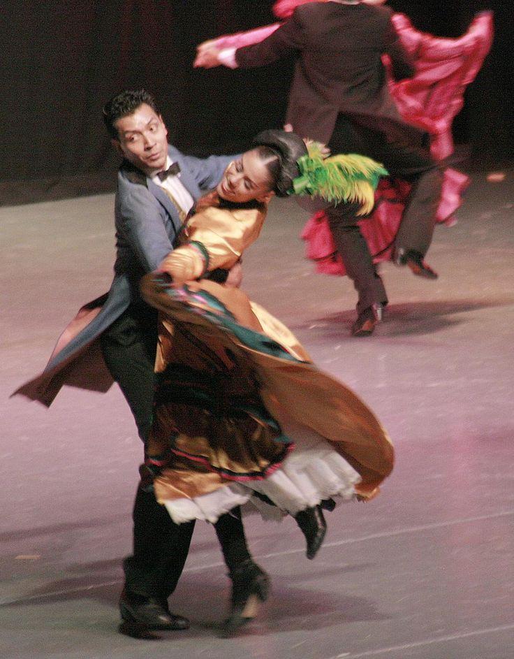la-vitalidad-y-el-colorido-de-los-bailarines_50