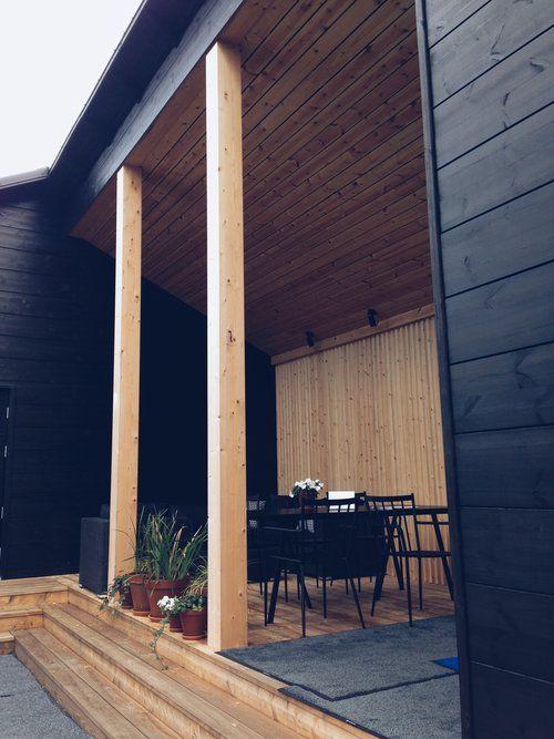 Musta talo ja saunarakennus. Seinäjoen Asuntomessut 2016