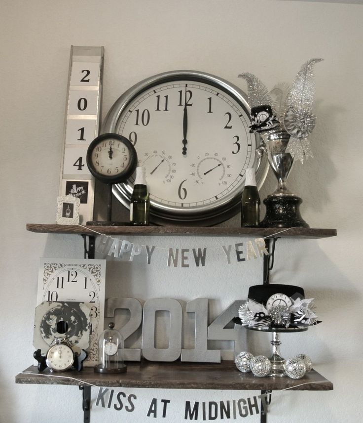 clocks in New Yearu0027s party theme display
