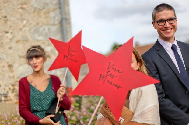 ©Paulinefphotography - Mariage en rouge et bleu - fete foraine - MiY Made in You - La mariee aux pieds nus