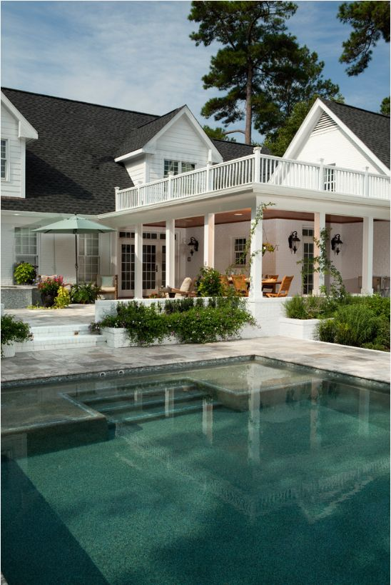 This upper and lower deck design by the pool would make a fun summer!