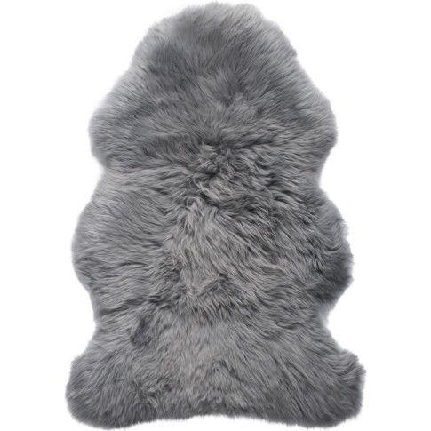 Ein Naturprodukt aus Neuseeland, jedes Stück ein Unikat mit variierender Haarlänge: sehr schönes Schaffell, in Grau gefärbt.