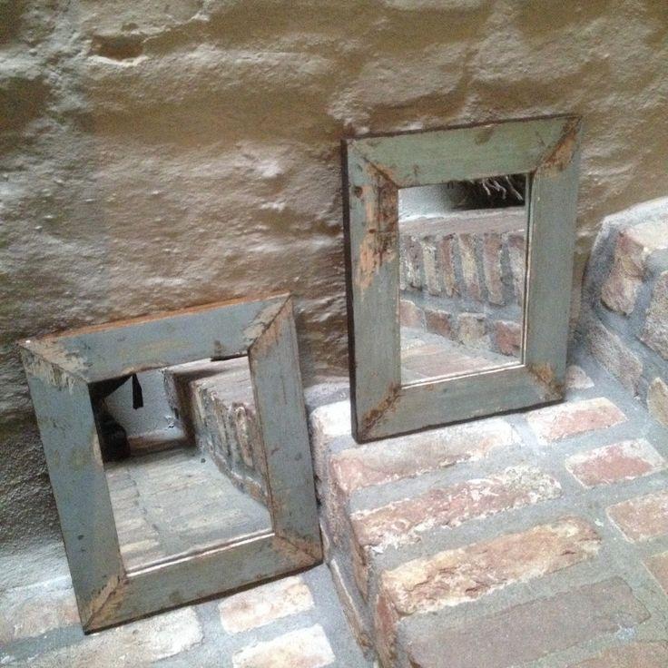 2 identhieke oude spiegeltjes spiegel spiegeltje sloophout grijs