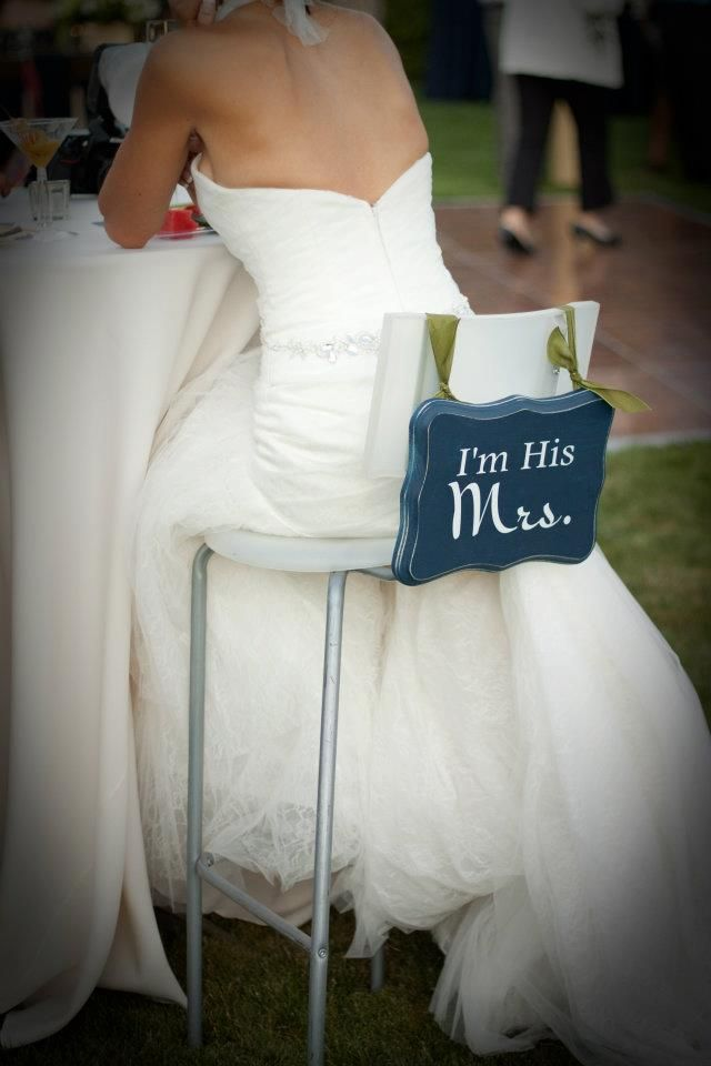 """so cute, """"I'm His Mrs."""" - """"I'm Her Mr."""" chair signs.: Wedding Ideas, So Cute, Cute Signs, Cute Ideas, Chairs Decor, The Bride, Wedding Chairs, The Dresses, Chairs Signs"""