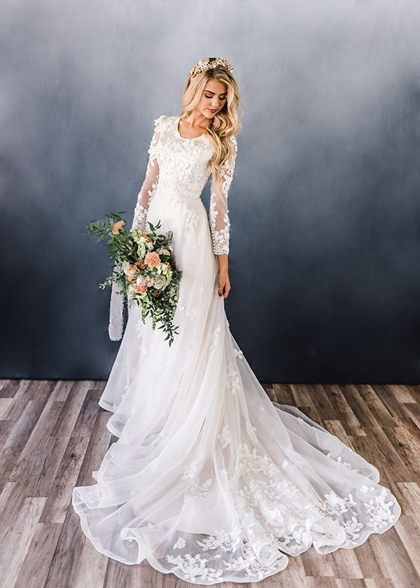 Elizabeth Cooper Wedding Dress Photo By Beautifully Dunn Photography Flowers By Callie Nybo Wedding Dresses Simple Modest Wedding Dresses A Line Wedding Dress