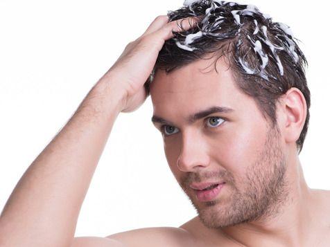 「朝シャンはハゲる」説に科学的な根拠は希薄。むしろ、適切な洗髪で頭皮を清潔に保つことは、髪の毛を維持するうえで大切なのだ<br /> 写真提供/PIXTA