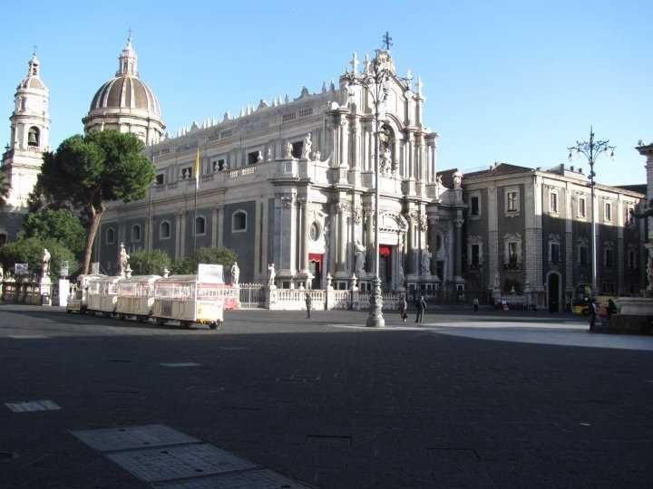 """Book our exclusive #Ecotour """" #Catania #Food & #Art"""" for #EtnaComics, international cartoon and comics Festival in Catania from 1st to 4st jun! We give you the possibility to discover the wonderful archaeological and baroque Catania and to try delicious local wines and food in a magical way."""