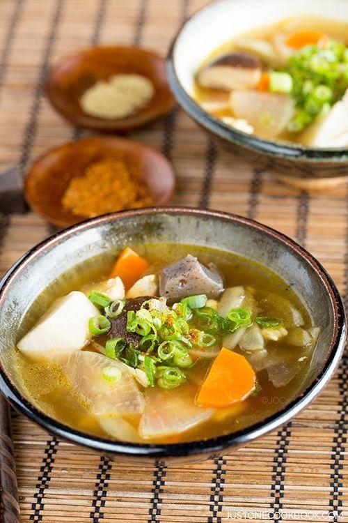 Japanese Vegetable Soup (Kenchinjiru - けんちん汁)