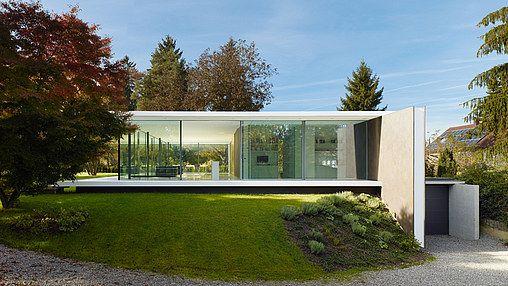 Rahmenlose Schiebefensterfassade mit Ganzglasecken, Innenraum wird zum Aussenraum.