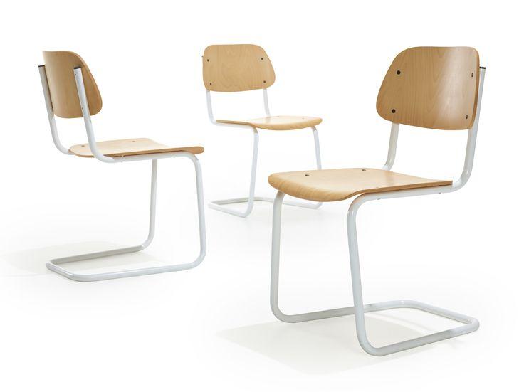 Lande Jami chair. Classic chair, wood, sledge.................Klassieke stoel, houten rug en zit, slede onderstel