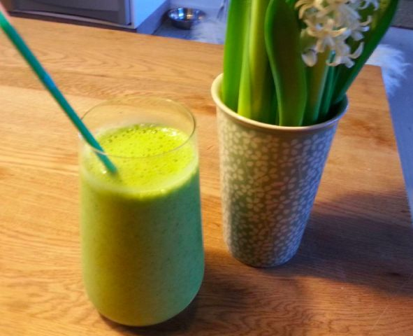 A fully vegan smoothie, made of:     Oat-milk, frozen bananas, spinach and some seeds